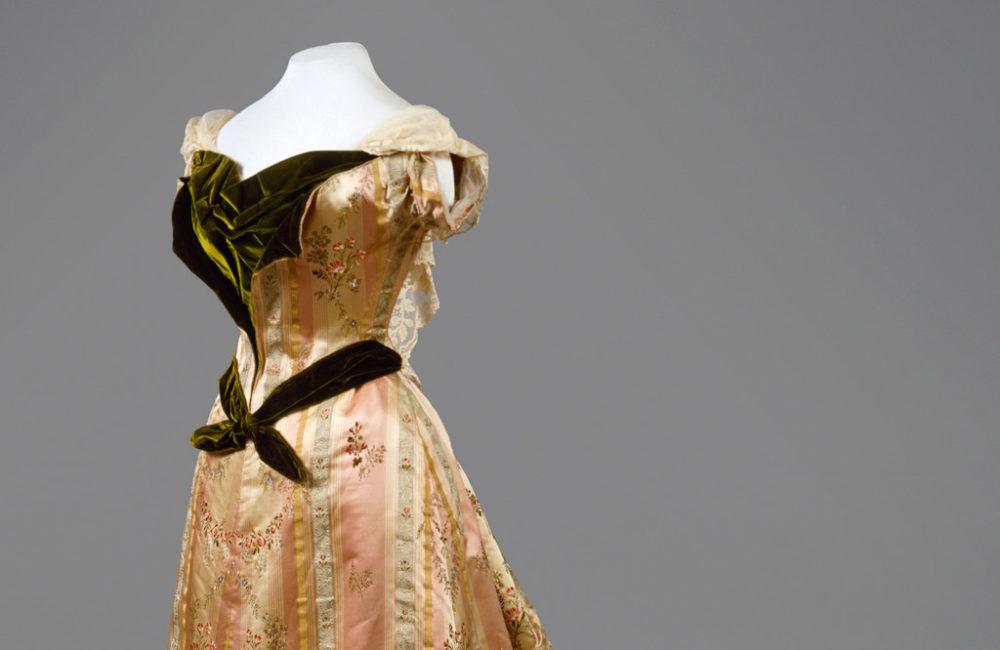 Выставка «Придворный костюм середины XIX – начала XX века из собрания Государственного Эрмитажа»